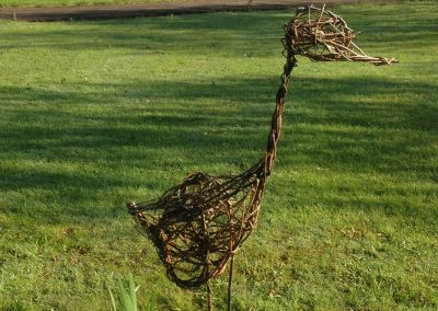 Easy willow project. Random weave bird. Willows Nursery. Willow garden decoration.